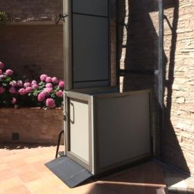 mini ascensore installato ad Alassio