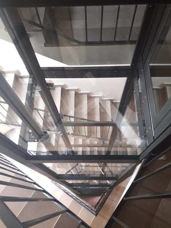 elevatore per vano scala triangolare