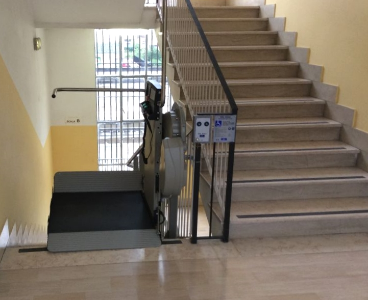 scuola G. Romano di Eboli accessibile con il montascale Artira
