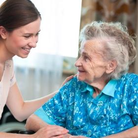 pericolo scale per gli anziani. Pensa al montascale.