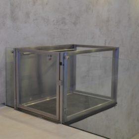 negozio accessibile e ascensore per disabili