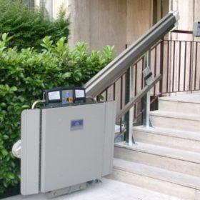 installazione di un montascale in condominio: chi paga