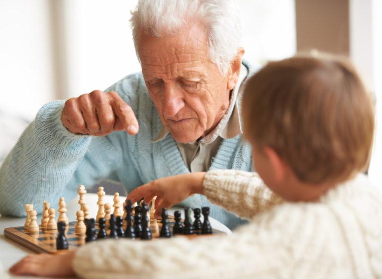 anziano e attivita durante il corona virus