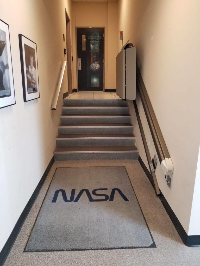 montascale per diabili installato alla NASA Garaventa Lift presso il Glenn Reseacr center