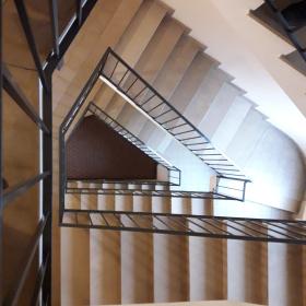 ascensore in tromba scale irregolare thumb