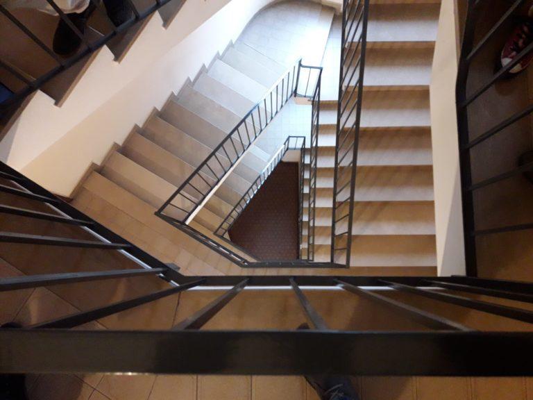 tromba scale triangolare per ascensore