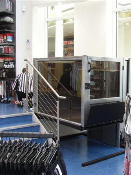 ascensore-disabili-foot-locker