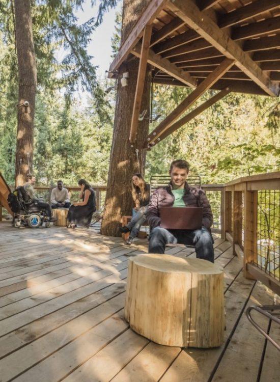 casa albero resa accessibile da Garaventa Lift per consentire un accesso ai disabili Microsoft