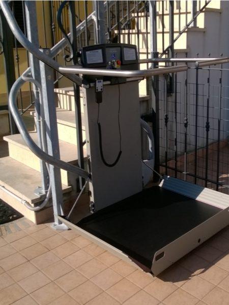 montascale per disabili installato a Ascoli