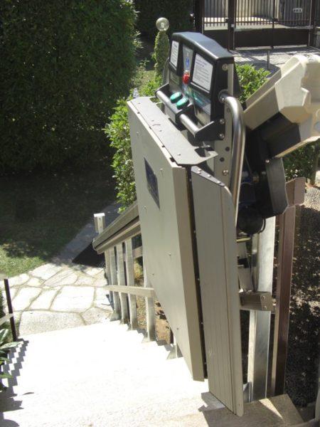 Montascale Como installazione Garaventa Lift