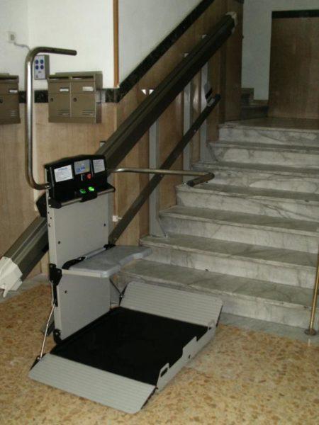 Montascale a Napoli: soluzione per anziani e disabili 2 in uno