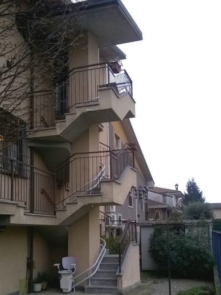 montascale in condominio a Rho